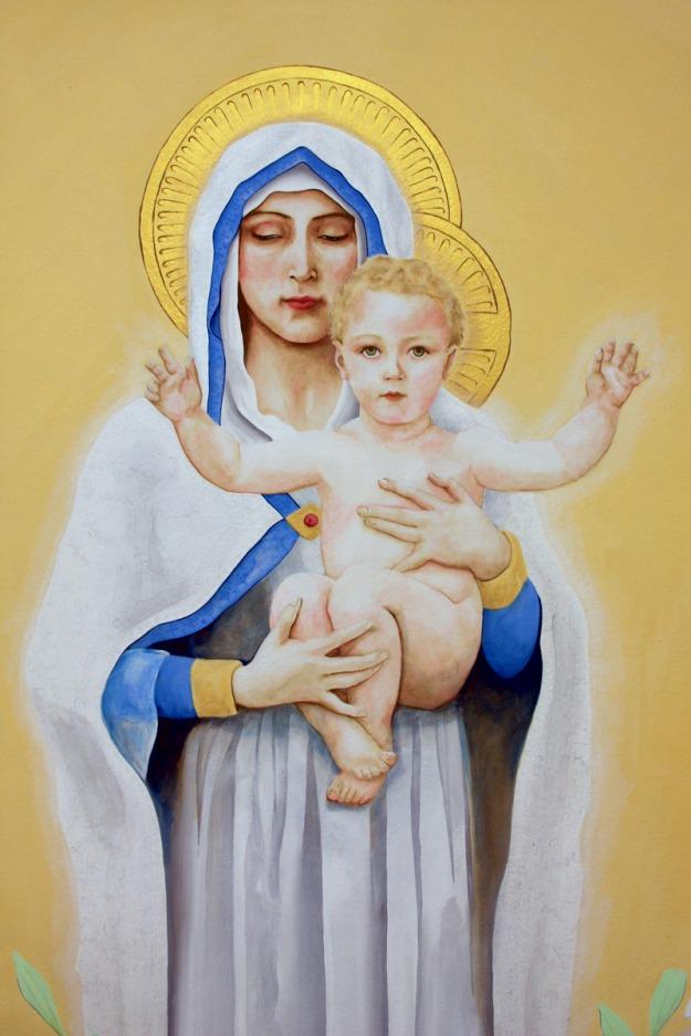 Detalhe de Nossa Senhora e Menino Jesus em mural religioso.