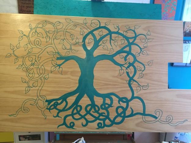 pintando tampo da mesa